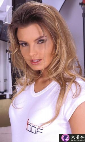 Suzie Carina(苏西·卡琳娜)